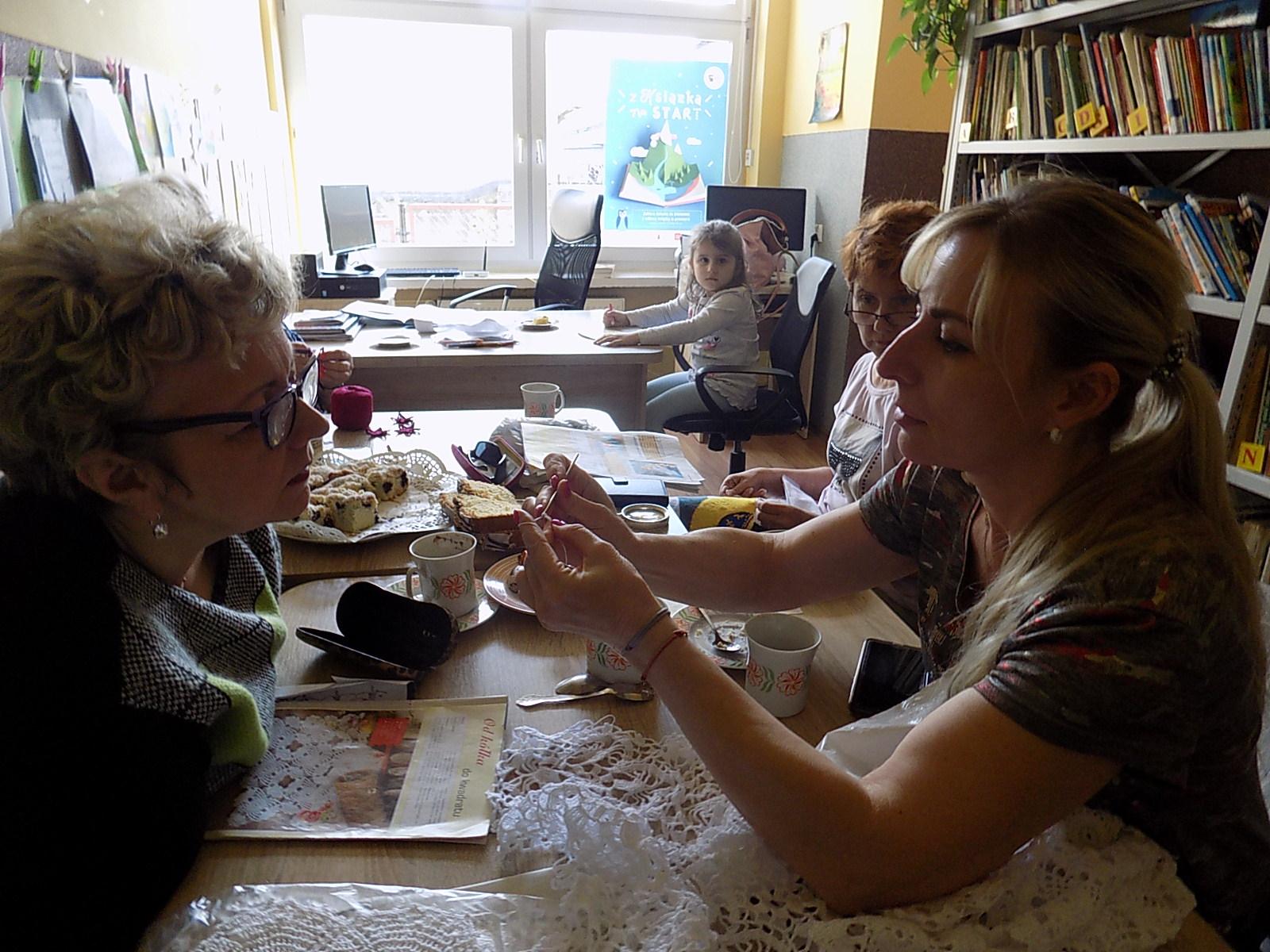 Tydzień Bibliotek-spotkanie szydełkowe wfilii nr 1