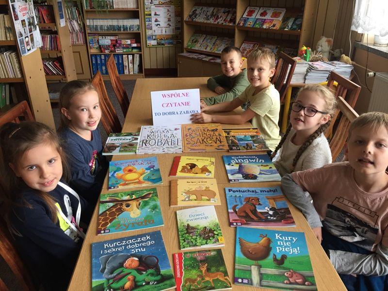 Wspólne czytanie to dobra zabawa – Światowy Dzień Zwierząt
