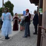 Akcja promocyjna NARODOWE CZYTANIE - kanclerz, Balladyna, Goplana i mieszkańcy spotkani na ulicy