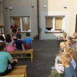 MGBP Filia nr 1 spotkanie z jesienia dzieci przedszkolne i pani bibliotekarka
