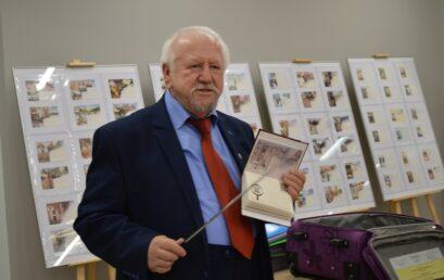 """Spotkanie zEdwardem Stankowiakiem, wystawa """"Opowieść oJanie Pawle IIkartką pocztową pisana"""""""